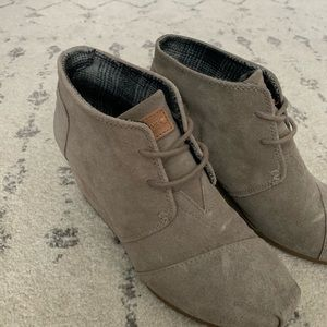 Toms taupe suede booties